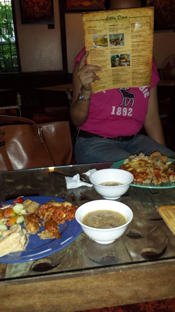 マニラレストランおすすめ フィリピン大学ディリマン校 近く